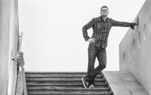 Andrej Pirjevec z novo skladbo, ki nam nastavlja ogledalo