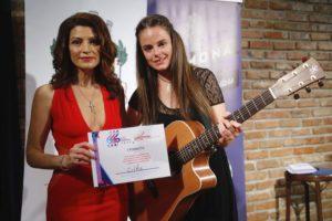 Ditka ZMAGALA na največjem festivalu za kantavtorje v Bolgariji