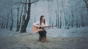 Ditka razveselila s praznično skladbo: WARM HEARTS (CHRISTMAS TIME)
