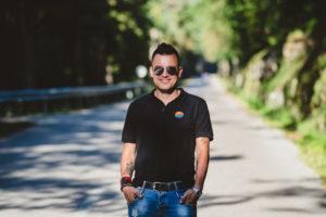 Omar Naber – pevec, ki osrečuje ljudi tudi, ko odrske luči ugasnejo