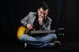 Omar Naber z novo rock priredbo Suspicious minds
