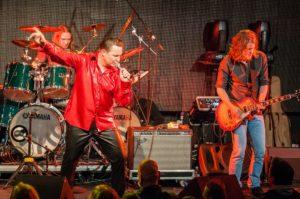 Glasbeni spektakel v čast Kralju rock'n'rolla zatresel Cvetličarno!
