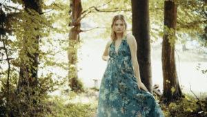 Stella: nov singel in video – Toše, biseri in kraški konji